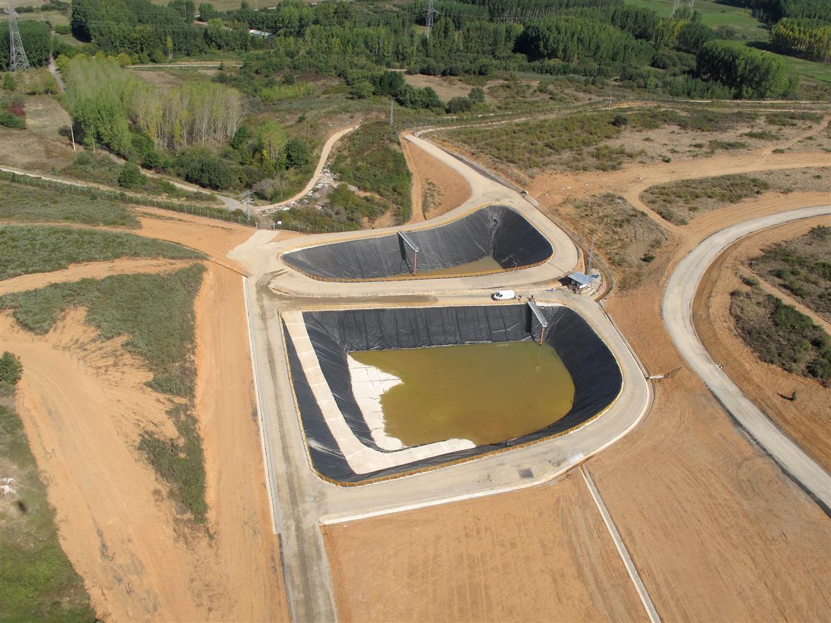 Soluciones. Balsa lixiviados. 2 - Leachate pond